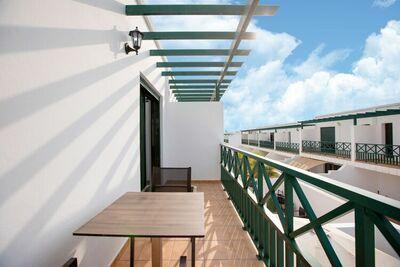 Maison de vacances simpliste à Playa Blanca avec jardin