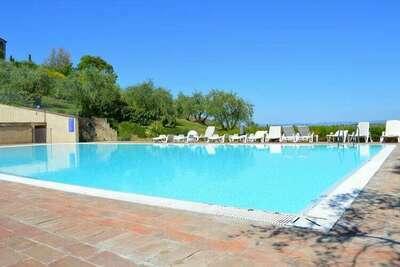 Appartement dans Asciano avec 2 piscines dans les collines de Sienne