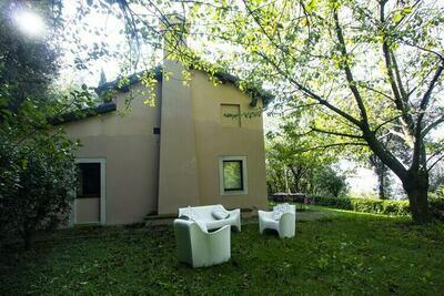 Maison de vacances tranquille à Pesaro avec jacuzzi