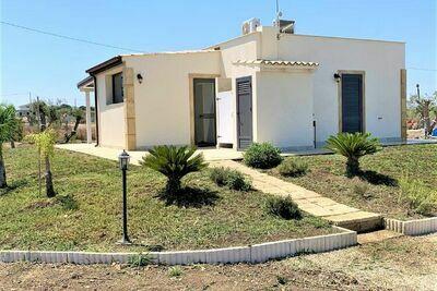 Villa accueillante à Noto avec terrasse