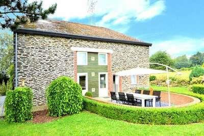 Maison de groupe caractéristique 8 personnes dans les Ardennes avec un jardin