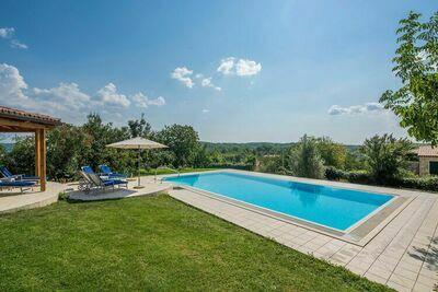Villa de luxe piscine privée, fitness, studio de yoga 3 étages, grand jardin / terrasse