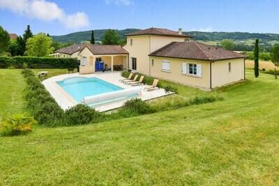 Maison de vacances à Saint-Michel-de-Bannières avec piscine