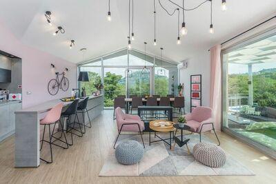 Belle villa moderne avec piscine pour 9 personnes près de Motovun
