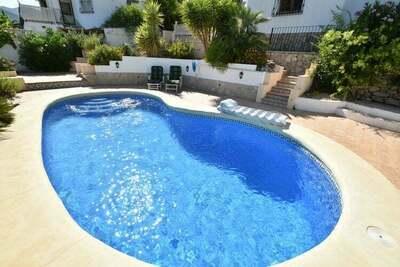 villa de charme pour 9 personnes répartie sur 2 étages, piscine privée