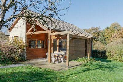Agréable maison de vacances numéro 18 à Signy-le-Petit avec terrasse