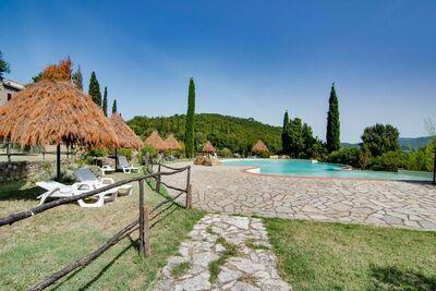 Jolie ferme à Monticiano avec jardin