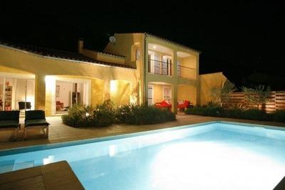 Villa moderne avec piscine privée à Roquebrun