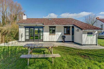Maison de vacances confortable à Westouter avec un jardin