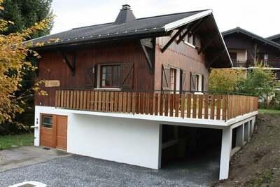 Chalet confortable pour 12 personnes à Morillon dans les Alpes