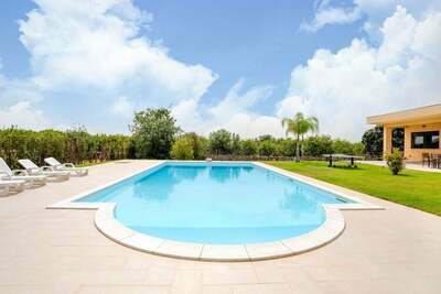 Maison de vacances confortable à Solarino avec jardin