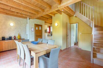 Maison de vacances confortable à Lacapelle-Merival avec piscine
