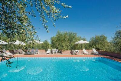Authentique maison jumelée toscane avec piscine partagée