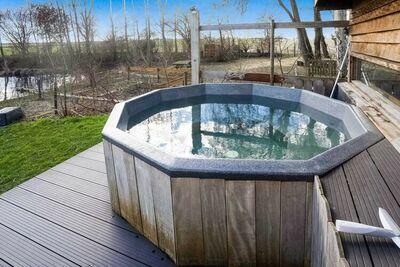 Maison de vacances confortable à Giethoorn avec un bain à remous