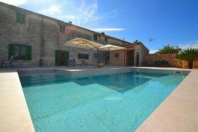 finca récemment restaurée dans un endroit calme avec une piscine privée d'eau salée