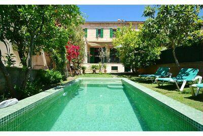 Maison de ville avec piscine privée, jardin privé et à proximité du village