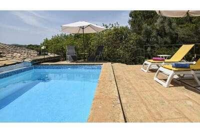 Maison authentique avec terrasse et piscine privée, à la campagne