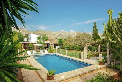 Belle maison de campagne située au calme près de Pollença avec piscine privée