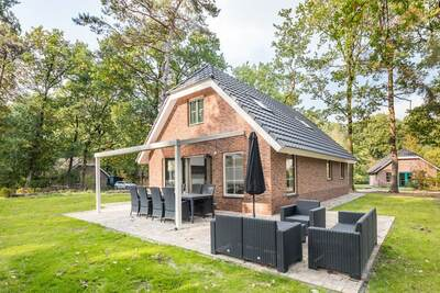 Villa de luxe avec douche solaire, dans une zone boisée