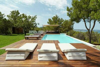 Agréable villa avec piscine à Santa Agnès de Corona
