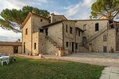 Luxueuse maison de vacances à Montone avec 2 piscines