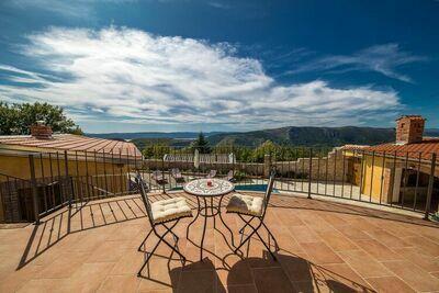 Villa incroyable avec piscine et vue sur la mer en pleine nature