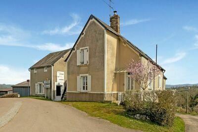 Maison de vacances apaisante à Dun-sur-Grandry avec terrasse