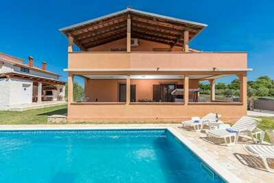 Charmant appartement avec piscine à Loborika