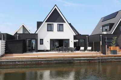 Nouvelle maison de vacances à Stavoren avec ponton privé et bien-être