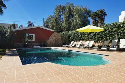 Maison de vacances spacieuse à Sant Jordi avec piscine privée