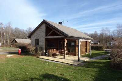 Charmante maison de vacances numéro 8 à Signy-le-Petit avec terrasse couverte