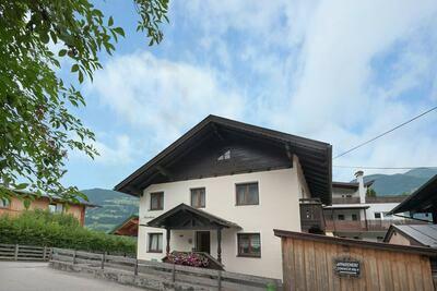 Maison récemment rénovée située à Fügen.