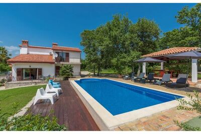Belle villa acceptant les animaux avec piscine près de Labin et Rabac
