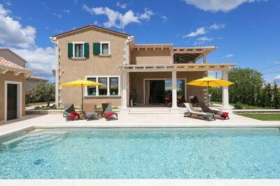 Villa avec piscine et sauna pour jusqu'à 9 personnes en Istrie centrale