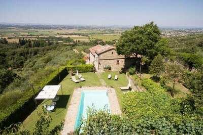 Jolie maison de vacances à Cortona avec piscine
