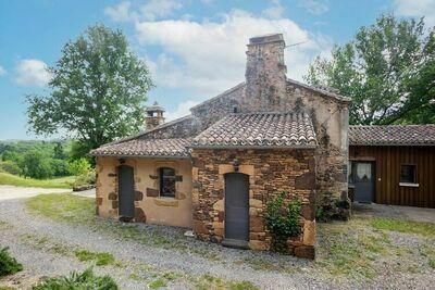 Maison de charme isolée au calme à Mazeyrolles