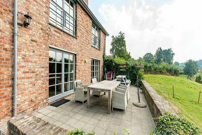 Magnifique habitation pour 18 adultes situé à  Sint-Martens-Voeren Fourons
