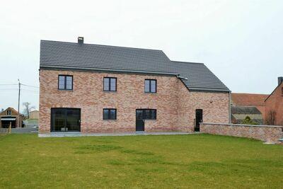 Magnifique et spacieuse maison de vacances avec vue sur la campagne à Beauraing