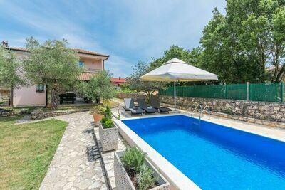 Appartement avec grill, terrasse et piscine privée près de Rovinj (2+6 pax)