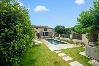 Maison de caractère proche de Uzes avec piscine privée au sel
