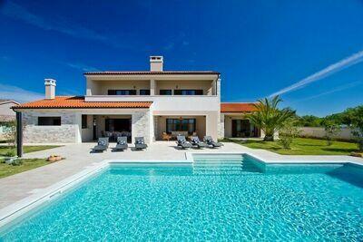 Villa avec piscine privée et jardin près de Svetvincenat dans le centre de l'Istrie