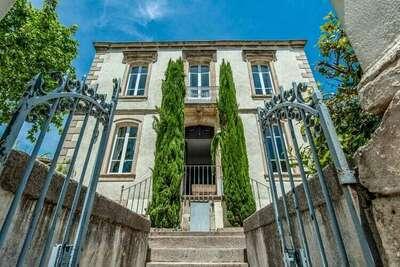 Maison de Maître à Oupia avec terrasse près du Canal du Midi