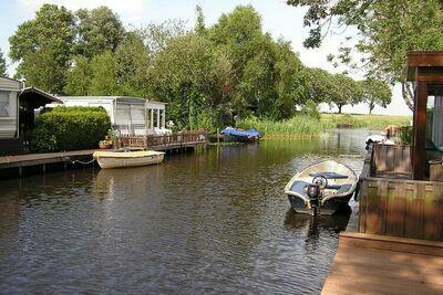 Beau chalet avec son propre sloop et port à Bantega Friesland