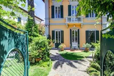 Appartement spacieux dans une villa historique à Pise