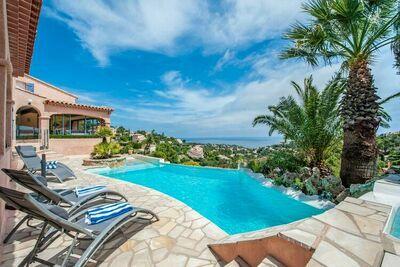 Villa de luxe aux Issambres avec piscine et sauna