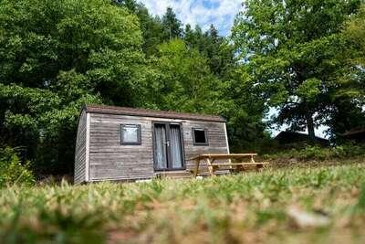 Lodge confortable en bois, situé dans les Ardennes
