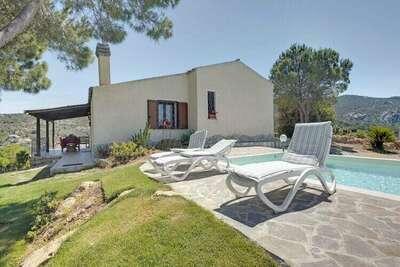Belle Villa à Baia Sardinia avec Jardin