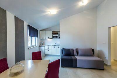 Appartement moderne avec piscine à Tar