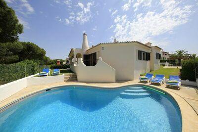 Villa traditionnelle portugaise de style rustique avec piscine privée