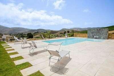 Maison de vacances confortable à Castellammare del Golfo avec jardin